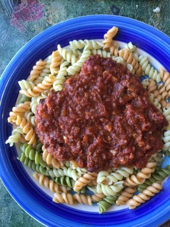Bella's Italian Grille : Pasta Bowl with Rotini and Chianti Meat Sauce