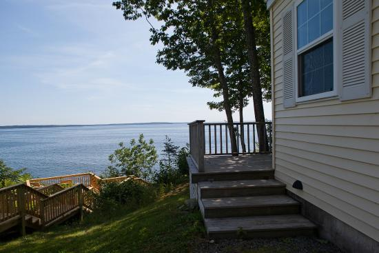 Glenmoor by the Sea: Oceanfront Cottage View