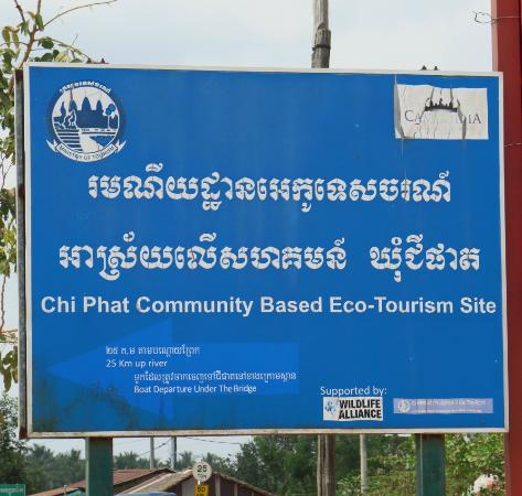 ‪‪Chi Phat‬, كامبوديا: Chi Phat shield at the bus stop (you can take a motorbike taxi or a boat to reach Chi Phat)‬