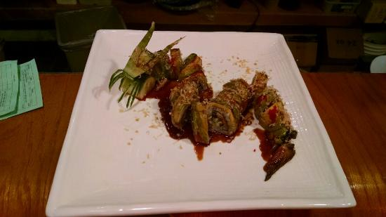 Wasabi Japanese Restaurant: Look at this dragon roll! Talk about cool!