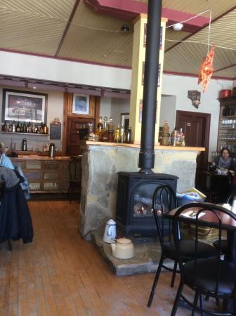 Blackbird Cafe: Country store character