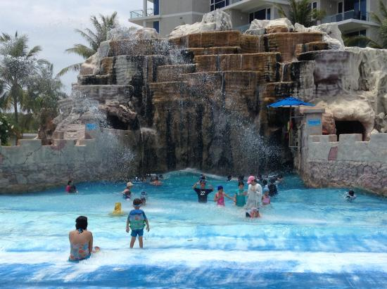 Splash Jungle Waterpark: Wave pool