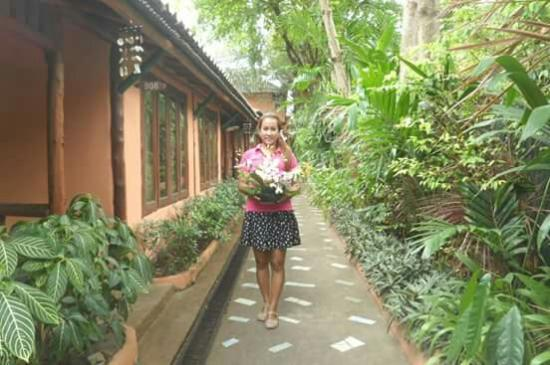 Chaweng Chalet Resort: Closed to any shopping enjoy to stay at chaweng chalet