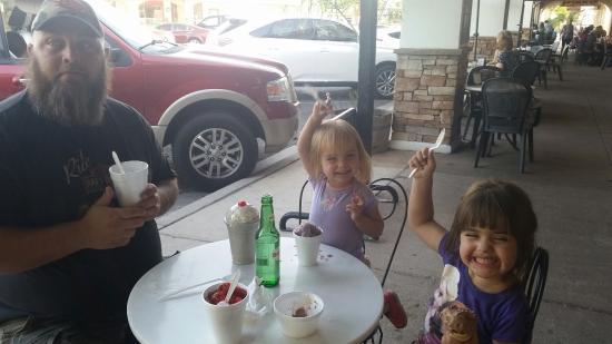 Grandma Daisy's: Ice cream!