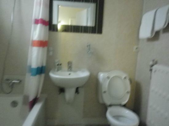 Hotel de France: Bathroom