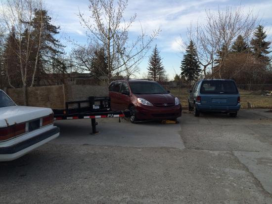 Villa Maria Country Inn Bed and Breakfast: The Car Park / repair yard