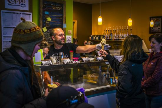 Coppa : co-owner Marc Wheeler serving ice cream to a customr