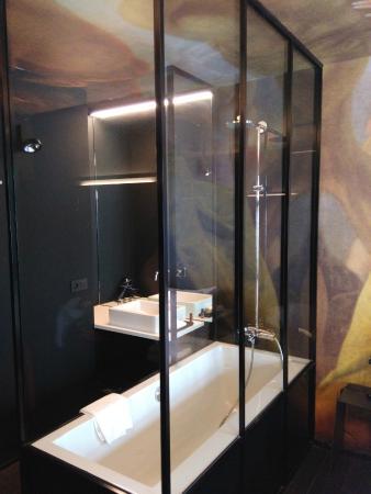 Hotel O  Kathedral: Baignoire