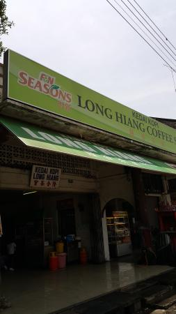 Long Hiang Coffee Shop: A good place for breakfast and lunch.