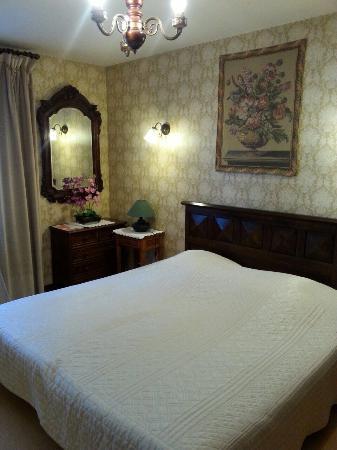 Hostellerie Sarrasine : Chambre