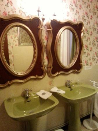 Hostellerie Sarrasine : Salle de bain