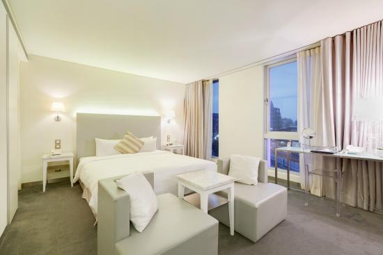 Ambience Hotel: Deluxe Room (02.03)