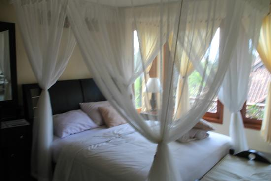 Arya Amed Beach Resort: Half of family suite