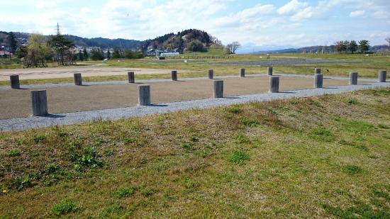 Yanagi no Gosho Site : 柳之御所史跡公園から高館を望む