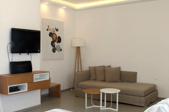 A Hotel by Mykonos Arhontiko: Sofa Area