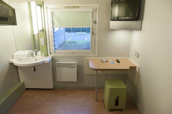 salle de bain/chambre - picture of ibis budget marne la vallee ... - Budget Salle De Bain