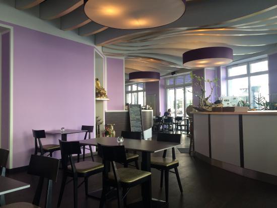 K hle aber angenehme innendekoration picture of saigon for Innendekoration restaurant