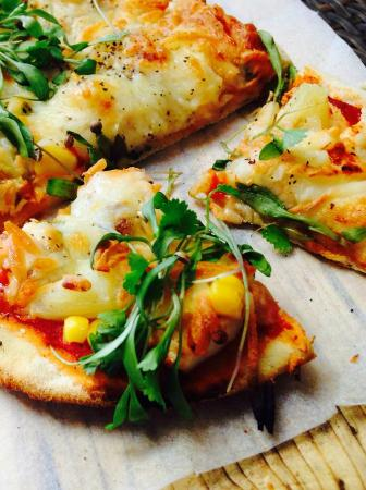 The Chy Bar: Delicious stone-baked pizzas