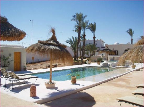L 39 espace piscine photo de menzelcaja aghir tripadvisor for Piscine neubourg