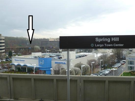 Quality Inn Tysons Corner: Photo from the platform of the Metro with the hotel in the background (very short walk to the me