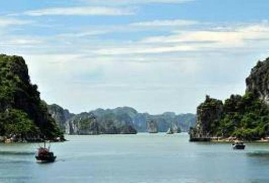 Halong Deluxe Day Tour