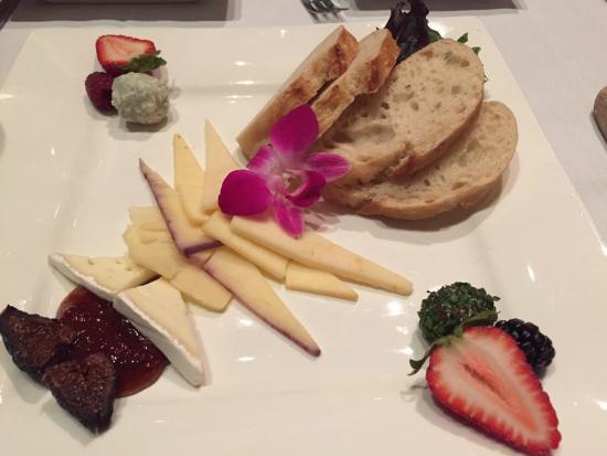 Dewz Restaurant: Cheese Plate