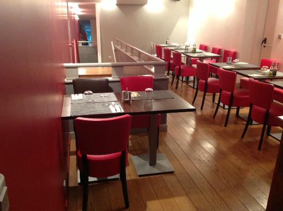 La Table Rouge Italian Restaurant 126 Rue Victor Hugo In Levallois Perret Fr Tips And