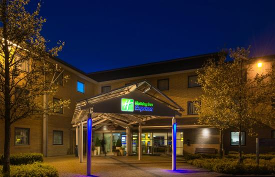Holiday Inn Express Milton Keynes: Exterior