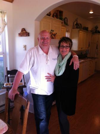 Bluebird Inn: Our Hosts Kip and Cindy