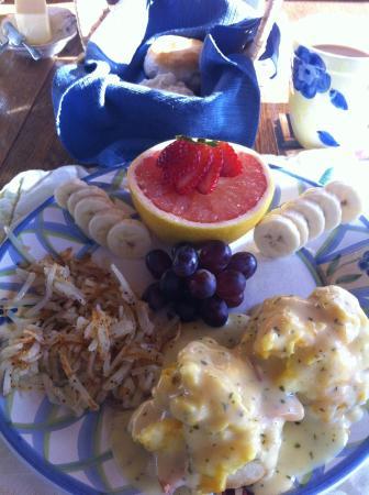 Bluebird Inn: Breakfast