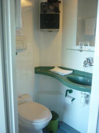 Hôtel Restaurant La Chaumière du Lac : Salle de bain des chambres doubles 12 m ²