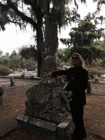 Bonaventure Cemetery Journeys w/ Shannon Scott: Shannon Scott explaining the stonework of Walz