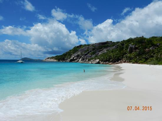 Isla Praslin, Seychelles: AWESOME GRANDE SOEUR (SISTERS ISLANDS) AS SEEN DURING OUR FULL DAY EXCURSION IN APRIL 2015.