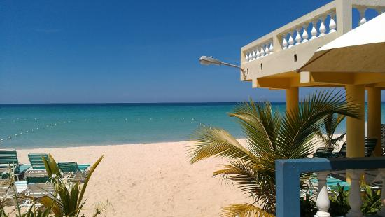 White Sands Negril: View of the beach