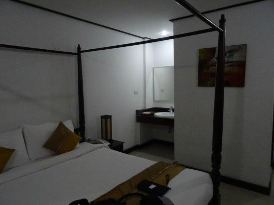 โรงแรมเอวี: Room