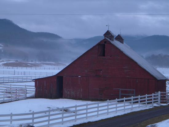 The Inn at Mountain Quest: The Barn on a crisp Spring morning.