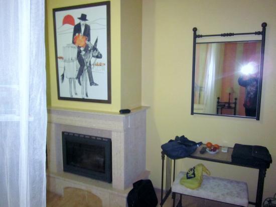 Complejo Turistico Rural Nazaret: Chimenea en la habitacion