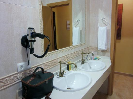 Complejo Turistico Rural Nazaret: Amplísimo baño