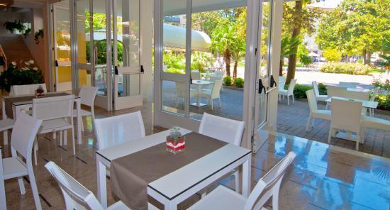 Hotel park spiaggia grado recenze a srovn n cen for Hotel meuble park spiaggia