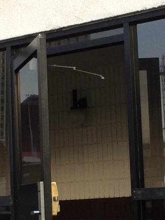 Broken entry door hinge picture of circus circus manor for Manor motor lodge las vegas