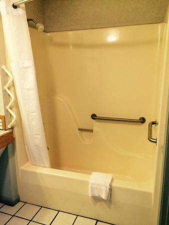 Handicap accessible rooms available picture of mayberry for Mayberry motor inn mt airy nc