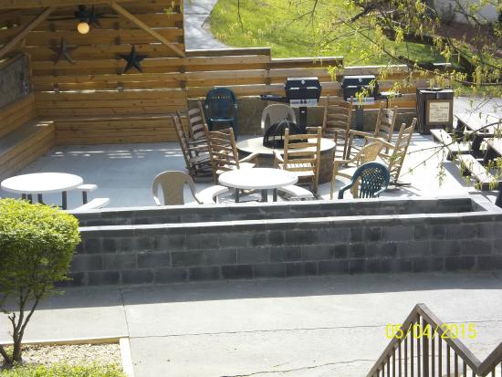 Oakmont Resort: Nice fire pit/sit and meet area during day
