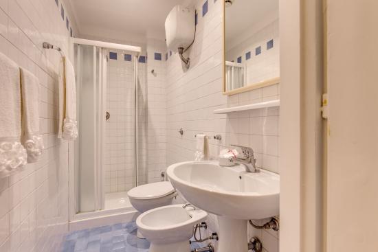 Hotel San Silvestro: bathroom