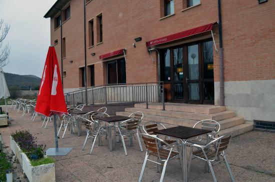 Hotel Puerta Pinares: Terraza