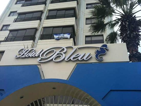 Blue Bay Hotel: View of Hotel Bleu from street level
