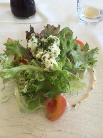 Hotel Relais de Franche Comte : Salade brebis. Si vous cherchez bien vous le verrez ....