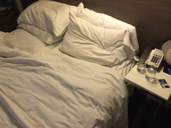 Paramount Hotel Times Square New York: blood found on sheets the first night in the room