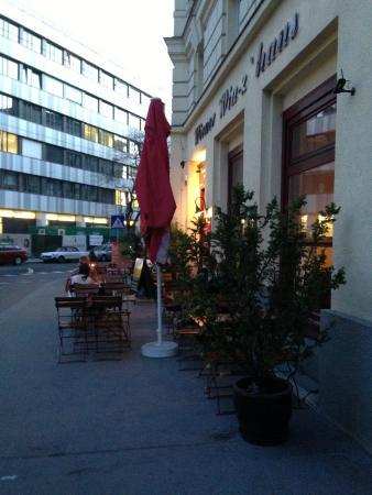 Wiener Wiaz Haus: alle Tische leer!