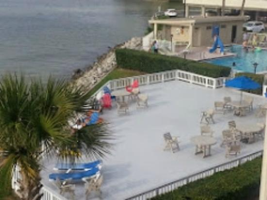 Sailport Waterfront Suites: Pool And Beach Area