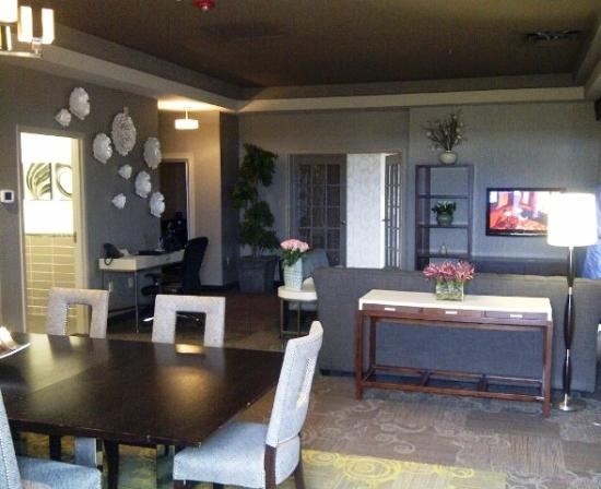Riverwind Hotel: Riverwind Casino Governor's Suite #425
